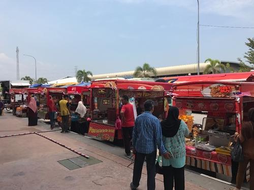 food truck di 4F (Fruit, Flower, Food Fiesta)